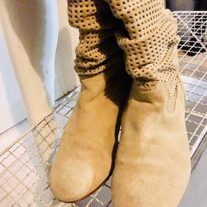 UGG Slouchy Light tan boots size 6